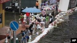 曼谷城北边街道被大水淹没