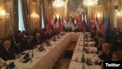 نشست بین المللی وین با حضور همزمان ایران، عربستان، سوریه، آمریکا، و برخی کشورهای دیگر برای حل بحران سوریه - ۸ آبان ۱۳۹۴