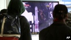 South Koreans watch a TV news program about North Korea's rocket launch plans at Seoul Railway Station in Seoul, S. Korea, Dec. 9, 2012.