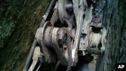 Фрагмент шасси от самолета Boeing 767, найденного между домами в Нижнем Манхэттэне. 26 апреля 2013 года