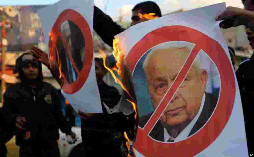 Палестинцы сжигают портрет Ариэля Шарона