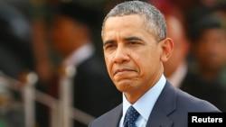 4月26日奥巴马总统在马拉西亚的欢迎仪式上检阅仪仗队