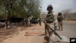 Wani sojan Najeriya da su ke fafatawa da mayakan Boko Haram
