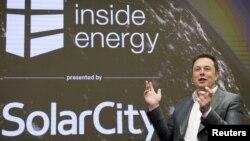 Elon Musk, Kepala SolarCity dan CEO Tesla Motors, berbicara di KTT Energi SolarCity di Manhattan, New York. (Foto: Dok)