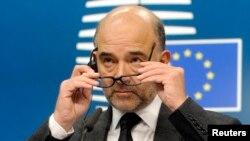 Komisaris Uni Eropa Pierre Moscovici memberikan keterangan pers di Brussels, Belgia (foto: dok).