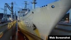 Cầu tàu nổi giúp Trung Quốc sửa chữa tàu chiến bất kỳ lúc nào, bất kỳ đâu mà không cần xây dựng cầu tàu. Ảnh chụp màn hình trang web plo.vn.