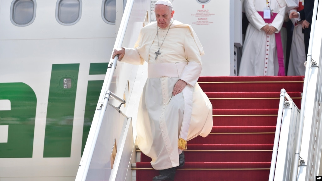 Chuyên cơ chở giáo hoàng Francis đáp xuống Miến Điện hôm 27/11.