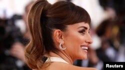 اداکارہ پینی لوپ کروز کی دلکش ہنسی کا ایک انداز