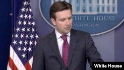 Juru bicara Gedung Putih, Josh Earnest (foto: dok).