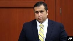 George Zimmerman, de 29 años respondió al policía que no se dirigía a algún lugar en particular y que llevaba consigo un arma de fuego.