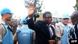 Dr Denis Mukwege, Prix Nobel ya kimya, azingami na basoda ya Monusco na lopitalo ya Lemera, na Bukavu, Sud-Kivu, 14 janvier 2013.