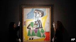 پیکاسو این تابلو را در سال ۱۹۵۴ از معشوقه اش «ژاکلین روک» کشید.