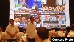 """Tổng thống đương nhiệm của Indonesia, Widodo, theo dõi """"kiểm phiếu nhanh"""", 17/4"""