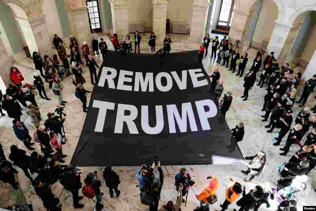 Vaşinqton - Donald Trampın istefasına çağıran etirazçılar