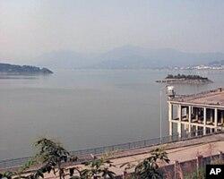 三峽大壩前形成的湖泊