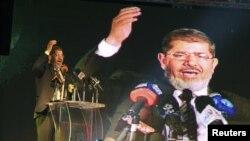 Mohamed Mursi, líder de la Hermandad Musulmana se declaró ganador de la segunda vuelta de las elecciones egipcias.