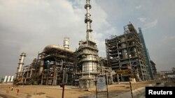 یک پالایشگاه نفت در شمال هند