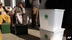 بیرون ملک مقیم پاکستانیوں کو ووٹ ڈالنے کا حق
