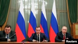 Президент Росії Володимир Путін, прем'єр-міністр Дмитро Медведєв під час зустрічі з членами уряду, 15 січня 2020 року
