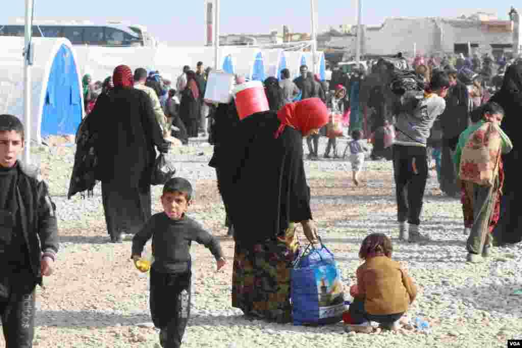 عراق کے شہر موصل سے مزید ہزاروں افراد نے نقل مکانی کی ہے۔