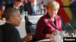ປະທານາທິບໍດີ ບາຣັກ ໂອບາມາ ແລະ ນາຍົກລັດຖະມົນຕີ ເຢຍຣະມັນ ທ່ານນາງ Angela Merkel ພົບປະກັນທີ່ຫ້ອງ ການລັດຖະບານໃນນະຄອນຫຼວງ ເບີລິນ. ເຢຍຣະມັນ. 18 ພະຈິກ, 2016.