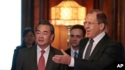 中國外長王毅(左)和俄羅斯外長拉夫羅夫(右)。(資料圖片)