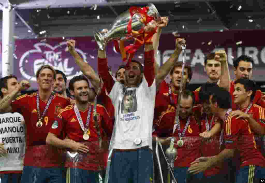 Soccer Euro 2012 Spain's Sergio Ramos lifts the trophy after the Euro 2012 final game