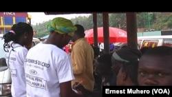 Des volontaires du CRID à Bukavu. (VOA/Ernest Muhero)