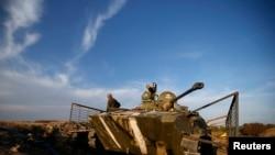 우크라이나 동부 데발체프에서 작전중인 정부군 장갑차.