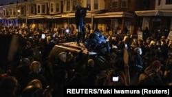 Protest u Filadelfiji zbog smrti Afroamerikanca tokom policijske intervencije (Foto: REUTERS/Yuki Iwamura)
