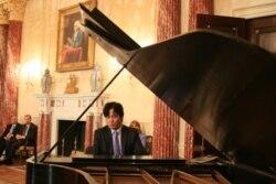 [인터뷰] 로린 마젤 만난 탈북 피아니스트 김철웅 교수
