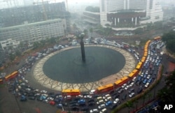 FILE - A traffic jam during heavy rain at the main roundabout in Jakarta, Indonesia, April 11, 2006.