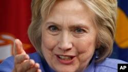 លោកស្រី Hillary Clinton ថ្លែងនៅក្នុងកិច្ចពិភាក្សាគ្នាមួយអំពីបញ្ហាសន្តិសុខជាតិកាលពីខែមិថុនា។
