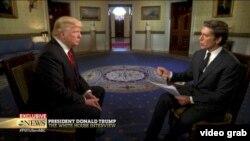 Predsednik Donald Tramp i novinar televizije Ej-Bi-Si
