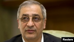 Tahmasb Mazaheri fue detenido en Alemania con un cheque por 300 millones de bolívares firmado por el Banco Central de Venezuela y que no declaró.