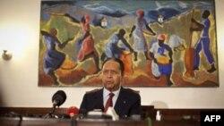 Bivši diktator sa Haitija Žan-Klod Duvalije prilikom obraćanja novinarima u Port-o-Prensu