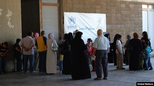 Syrian refugees wait to be registered by UNHCR staff in Lebanon. (© UNHCR/M.Abu Asaker)