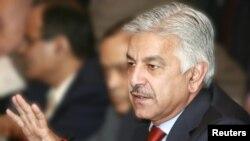 در حالیکه وزیر دفاع پاکستان تقاضای سهمگیری روسیه در روند صلح افغانستان را کرده، کابل میگوید که در قدم اول اسلام آباد خود دست از حمایت تندروان و دهشت افگنان بکشد