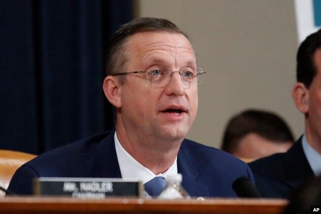 El miembro republicano de la Comisión Judicial de la Cámara Doug Collins, habla durante la audiencia de juicio político el miércoles, 4 de diciembre de 2019.