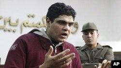 被控强行对抗议者进行处女测试的阿德尔医生3月11日在开罗