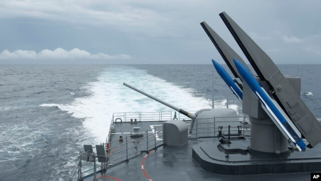 Taiwan's navy load Standard Type II surface-to-air missiles on the rear of a Kidd-class destroyer during exercises off of the southern city of Kaohsiung,Taiwan, May 16, 2013.