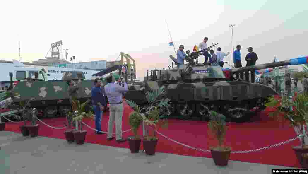 کراچی میں آٹھویں دفاعی نمائش آئیڈیاز 2014 کا انعقاد کیا گیا۔
