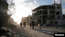 8月6日回家的巴勒斯坦人看到的是一片废墟