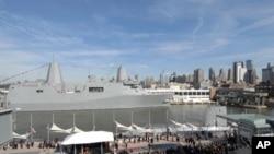 纽约号战舰驶进纽约港口受到热烈欢迎