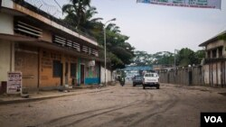 Few vehicles were seen driving on Kinshasa roads on Wednesday morning after the opposition Rassemblement coalition called for a general strike. (E.Iob/VOA)