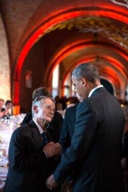 """Mustafa Krımoğlu: """"Obama masadan qalxıb yanıma gəldi"""""""