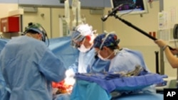 Surgeons give patient Tiffany Buchta both a new kidney and pancreas.