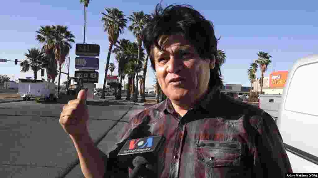 El mexicano Steve Andrade, que llegó a vivir entre cartones en la ciudad de Mexicali, fracasó en sus multiples intentos de cruzar a EEUU de manera ilegal, a nado y a pie por el desierto. Cuando finalmente lo consiguió, estuvo viviendo en las calles.