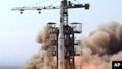 這張2009年四月五日的資料圖片顯示﹐北韓正發射一枚導彈。