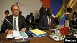 Le président français et le ministre gambien du Commerce, à Malte, 12 novembre 2015. (REUTERS/Darrin Zammit Lupi)